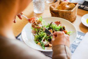 Med hjælp til at omlægge din kost kan du bedre holde fast i ændringen